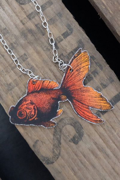 Colorful vintage goldfish necklace by Little Rat´s Boutique. #handmade #handmadejewelry #jewelry #jewellery #shrinkplastic #goldfish #statementnecklace