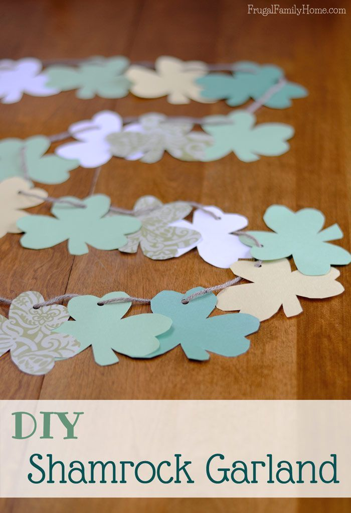 Here's an easy St. Patrick's Day craft for the kids to make to decorate your home, it a Shamrock Garland. I've included the shamrock template too.