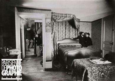 Bilocation . Trucage photographique d'Henri Roger (1869-1946), Paris, vers 1890.