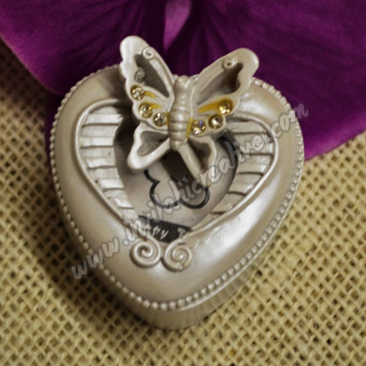 Bomboniera cutiuta inimioara din ceramica cu flutu by InvitatiiCreative.deviantart.com on @DeviantArt
