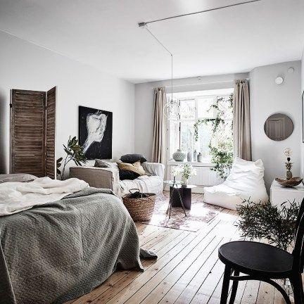 Los programas de reformas y decoración canadienses han llenado horas de televisión en España en los últimos años, a lo mejor este apartamento contemporáneo en Vancouver ha sido uno de los emitidos.…