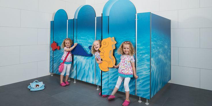 WC-Trennwand Bambino Exklusiv für die jüngste Zielgruppe - für Kindergärten und Kitas. Einzigartige Themenwelten erschaffen pädagogische Konzepte.