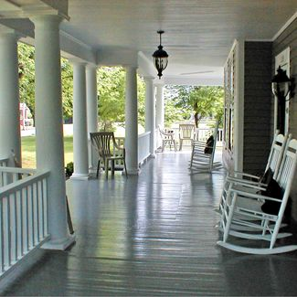 I want a front porch like this one. Kind of porch that you only see in the south. Good ol' southern home