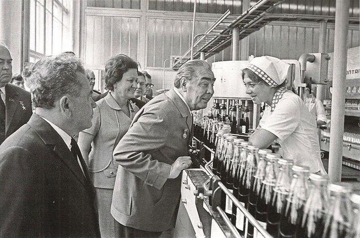 Л.И. Брежнев на предприятии «Пепси-кола», Новороссийск, 1974