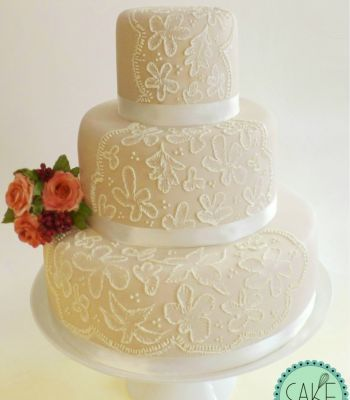 wedding cake con pizzi e roselline