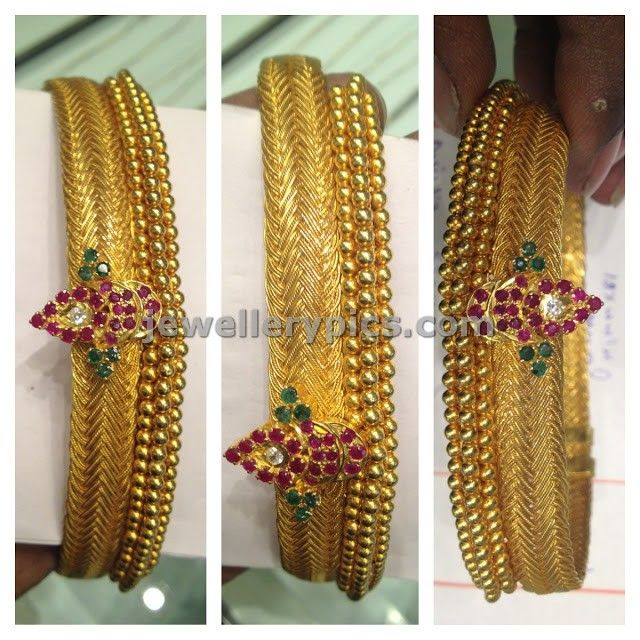 tussi model antique design made with red and green stones.This can also be worn as hansil otherwise weight: 45grams