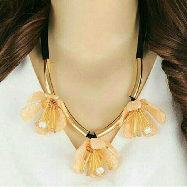 Saya menjual Kalung Fashion MARNI three flowers decorated simple design - RA5A56 seharga Rp100.500. Dapatkan produk ini hanya di Shopee! https://shopee.co.id/deventostore/11864306 #ShopeeID