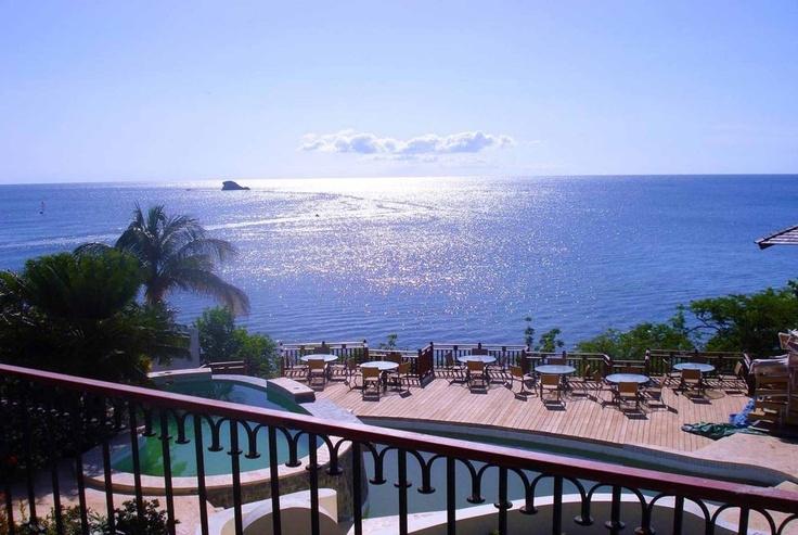 Na karaibskiej St. Lucii znajdziemy wszystko to, czego oczekujemy od bajkowej wyspy: bujną, soczystą roślinność, pstrokate rozgadane papugi, malownicze stożki wulkanów, złote, piaszczyste plaże i szmaragdowe, ciepłe morze, którego wody zamieszkują żółwie i wielobarwne tropikalne ryby. https://ekskluzywne.net/artykul/st-lucia