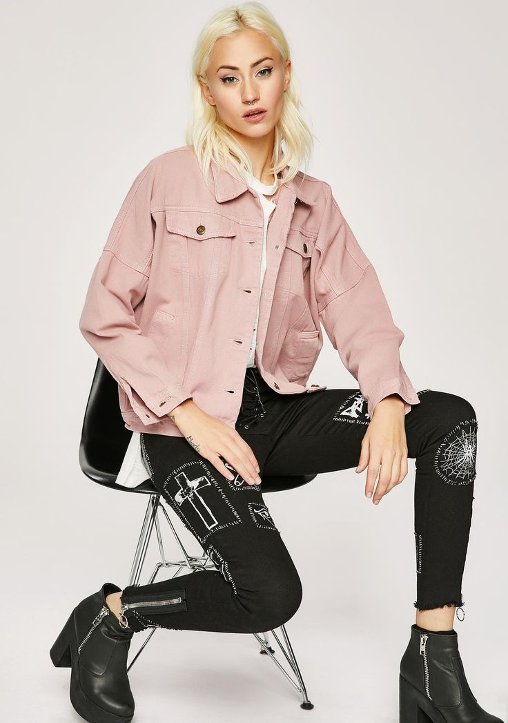 Oh Baby Denim Jacket will have you feelin' down for any N' everything. This pink denim trucket jacket has pockets all on the front and a button up front closure.