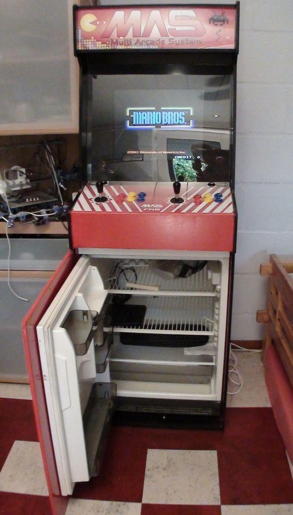 3. Una máquina arcade y frigobar                                                                                                                                                                                 Más
