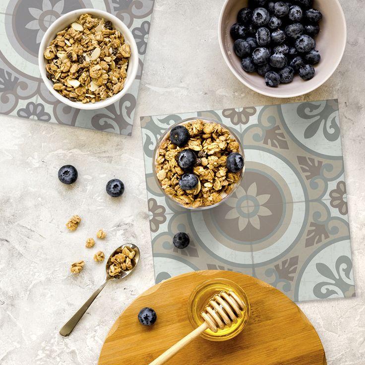 Condimenta tu mesa con nuestros Posavasos. ·Modelo Clásico Posavaso Wheels_C & Wheels_G·  #adamaalma #posavasos #coaster #vinilo #design #baldosas #baldosashidráulicas #decor #decoración #mesa #table