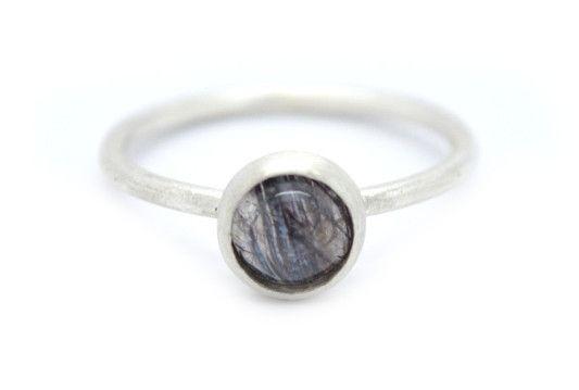 Zilveren ring met een ronde kwarts
