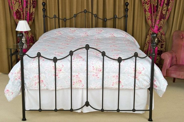The Lagan Black Bedstead is a traditional metal bedstead of simple elegance. This is a bed of understated beauty that brings an air of freshness to any bedroom environment.