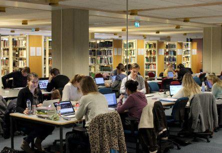 Universiteitsbibliotheek overvol voor de tentamenperiodes. Mede door de BSA nemen studenten vanaf het begin hun studie serieuzer.