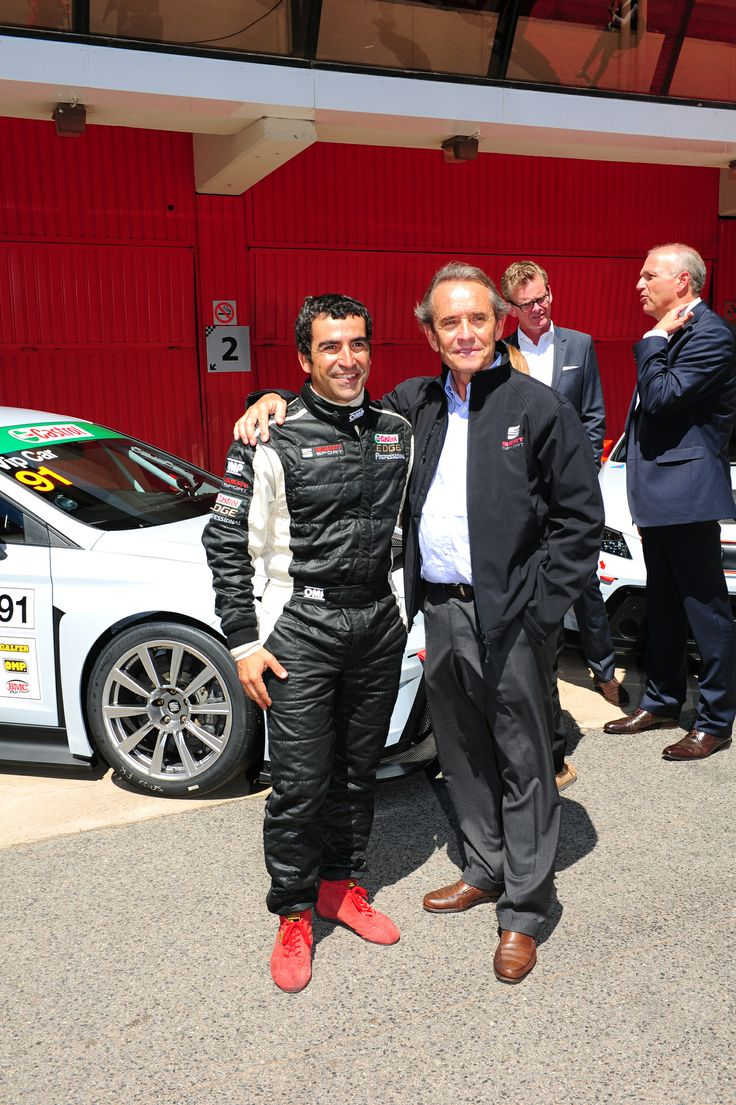 From left to right:  Jordi Gené, race driver and SEAT brand ambassador and Jacky Ickx, former F1 driver with Jürgen Stackmann, President of SEAT and Dr. Matthias Rabe, SEAT's Vice-President for Research and Development in the background