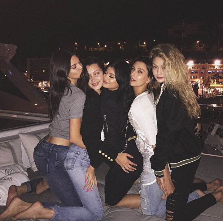 squad goals - Kendall Jenner , bella Hadid , Kylie Jenner , Hayley Baldwin , Gigi Hadid