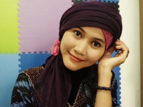 A tutorial to wear Turban / Paris Hijab creations simply yet stay beautiful and fashionable. Find us on Facebook at http://www.facebook.com/CaraMemakaiJilbab1
