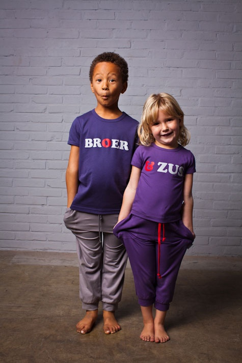 Hannah and Abel in Broer & Zus t-shirts (Dutch for brother and sister)