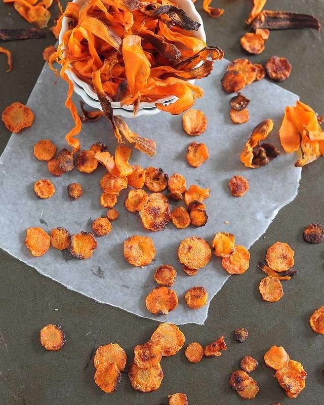 Crispy baked carrot chips: 2 ways
