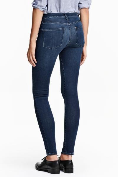 Džíny Shaping Skinny Regular: Shaping. Džínové kalhoty s 5 kapsami ze sepraného denimu s technickými strečovými vlastnostmi, který drží a tvaruje bříško, stehna a hýždě a drží tvar kalhot. Džíny mají klasický pas a ultraúzké nohavice.