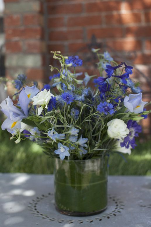 9 best images about graduation floral arrangements on for Flower arrangements with delphinium