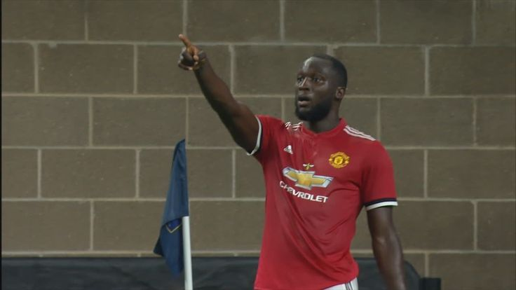 Lukaku nets opener for United from tight angle