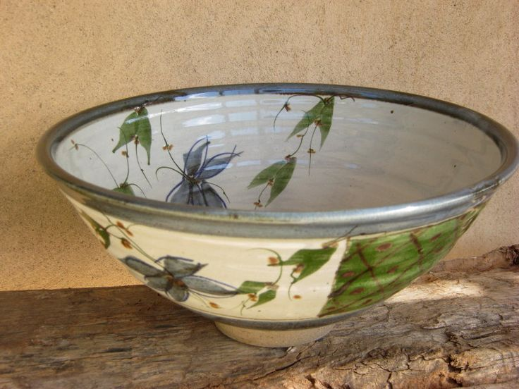 Footed bowl - White glaze with cobalt and chrome oxide decoration