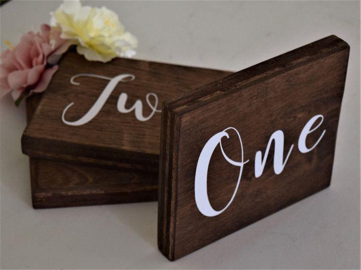 Boda rústica tabla números de tabla de muestra de madera números - otoño - invierno Woodland tema boda - número de la tabla cursiva de primavera - verano mesa de TheDutchGoldfinch en Etsy https://www.etsy.com/es/listing/106192088/boda-rustica-tabla-numeros-de-tabla-de