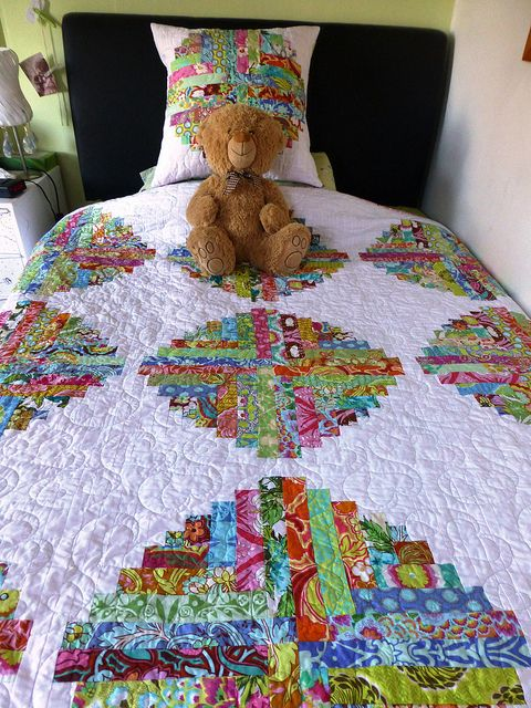Shannon's 18th birthday quilt (log cabin circles in Soul Blossoms)
