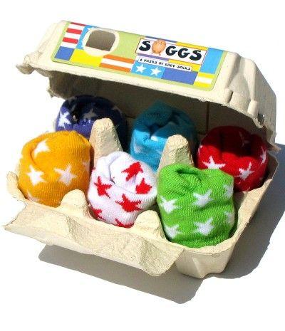 Chaussettes bébé originales dans une boite à oeuf