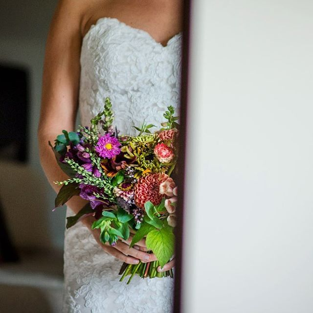 This floral bouquet. It so gorgeous I can only show you half- a little mirror play.