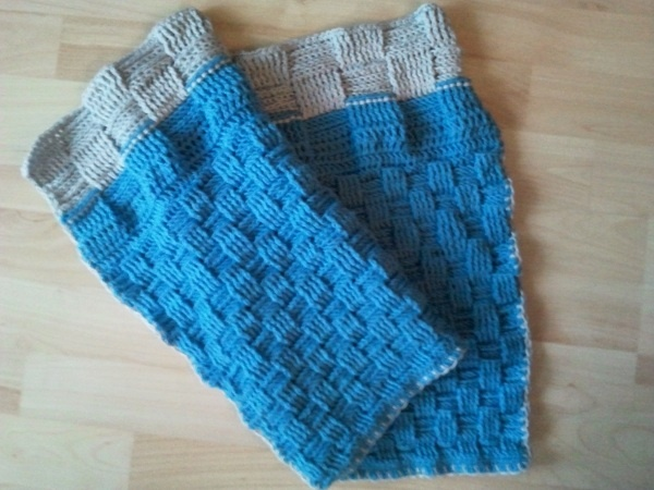 crochet baby blanket, find how to video on https://ililly.wordpress.com/2012/01/09/babydecke-hakeln/ #baby #blanket #diy #crochet