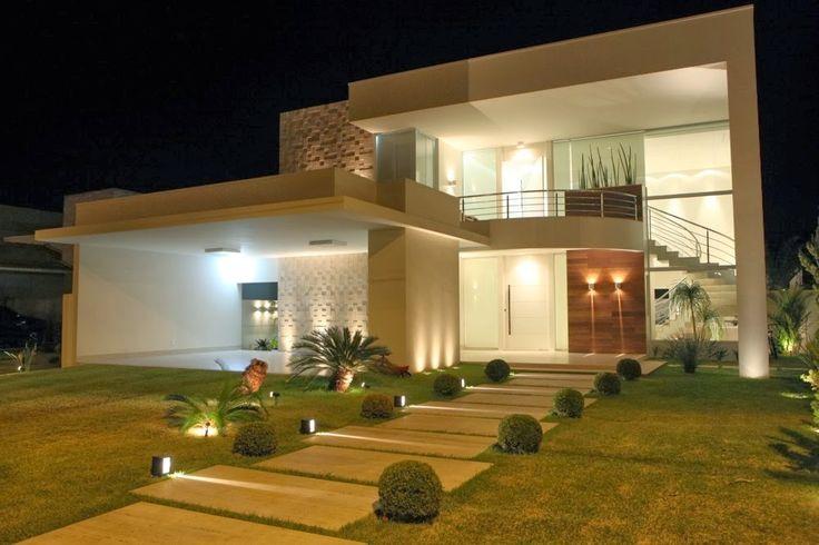 20 fachadas de casas com entradas principais modernas e for Fachadas bonitas y modernas