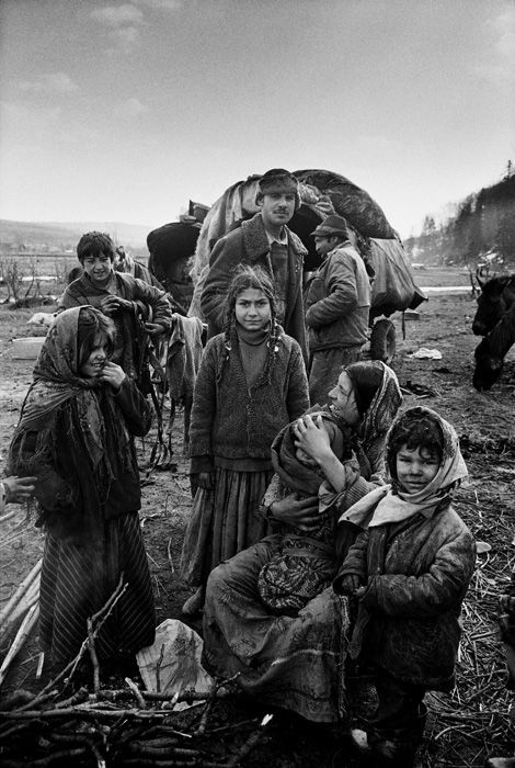 Yves Leresche: Ursari család, az egyik utolsó nomád életközösség Romániában, Rroma Ursari, Kárpátok, 1996(A Musée de l'Elysée, Lausanne tul.)