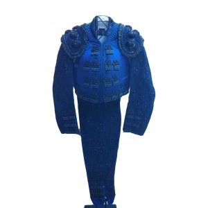 Bonito traje de luces de segunda mano, Marino y Azabache, realizado en la prestigiosa sastrería taurina de Santos.    Este traje es muy bueno, pero tiene roto el punto de la taleguilla.    El traje de luces incluye chaqueta, chaleco y taleguilla - Tiendatoro.com  #trajeluces #traje #azulmarino #azabache #tienda