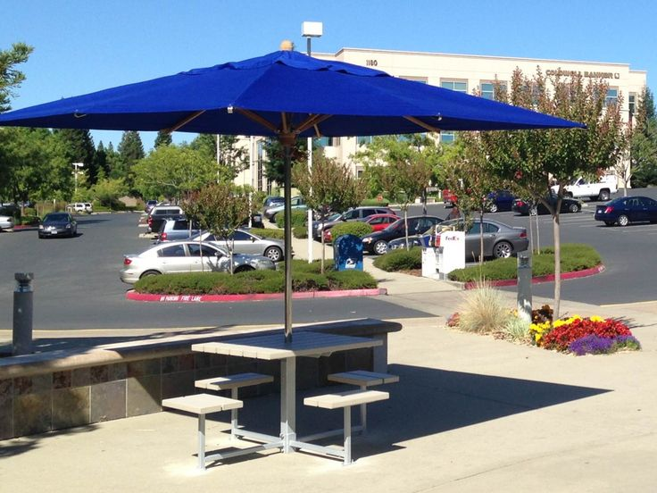 Maglin's MLPT210-R cluster seating with umbrellas look gorgeous at the CBRE Iron Point Business Park in Folsom California. #maglin #maglinsitefurntiure