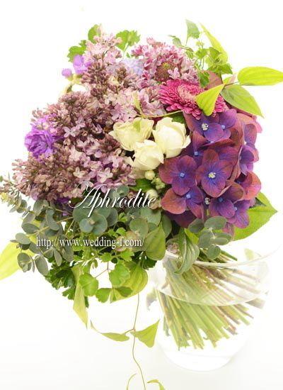 ウエディングブーケ専門ショップ・アフロディーテ(Wedding Bouquet Aphrodite)  ナチュラル系 「ライラックとアジサイのクラッチブーケ」