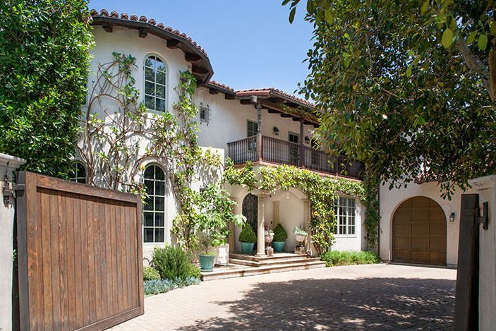 Reese Witherspoon's Home is What Backyard Dreams Are Made Of// arch garage doors, spanish style home, exterior inspirationReese Witherspoon, Celebrities Real, Witherspoon Lists, Witherspoon Brentwood, Ree Witherspoon, Brentwood Estate, Real Estate, House, Witherspoon Sell
