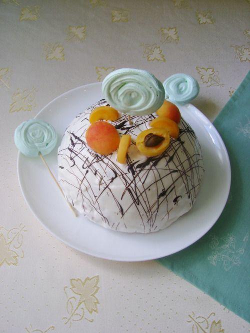 """Торт """" Панчо"""" с абрикосами. Орехи делают торт нескучным. Абрикосы придают ему сочность и нежность, которую оттеняет шоколадный вкус воздушного бисквита. Благодаря сметанному крему торт получается не приторным."""