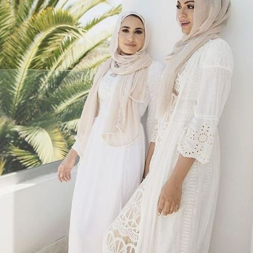 Hijab Fashion | Nuriyah O. Martinez | What to wear in a safari desert as a hijabi, hijab in the desert, how to wear hijab in the desert, how to wear hijab in a safari trip, safari hijabi girls, neutral hijab outfits for a safari trip, gowns and dresses for a hijabi safari trip