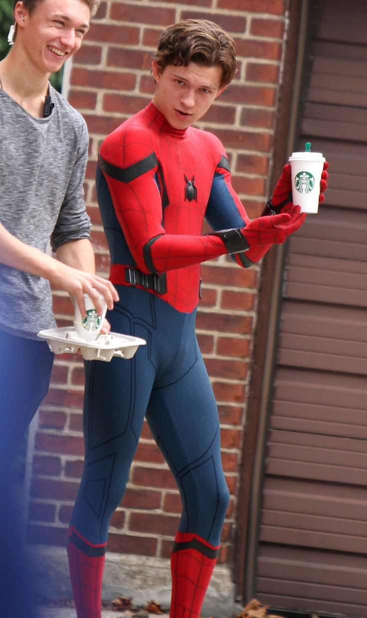 I suddenly want coffe..... and some Tom please xD | Fotos ...