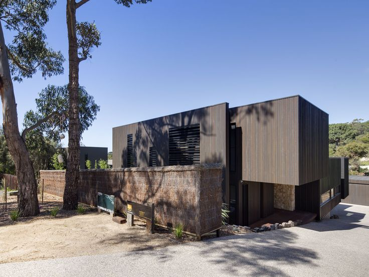A 4 Bedroom home on a challenging site for a young family with generous entertaining area and focus on integrating the inside with out. Featuring reverse living, polished concrete, timber floorboards, feature fireplace, stone benchtop in a feature kitchen