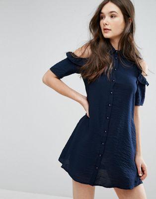 QED London – Schulterfreies Hemdkleid mit Rüschen