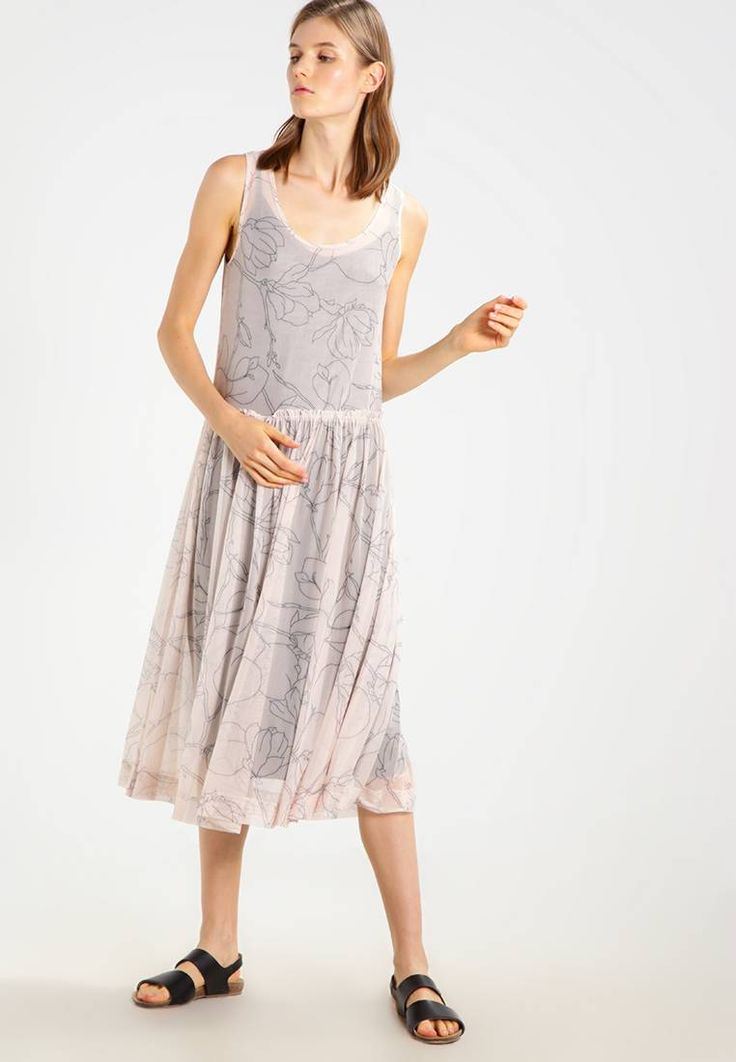 """Selected Femme. SFEDEN - Summer dress - créme de pêche/forest night. Fit:regular. Outer fabric material:95% polyester, 5% spandex. Our model's height:Our model is 70.5 """" tall and is wearing size 10. Pattern:floral. Care instructions:do not tumble dry,machine wash at..."""