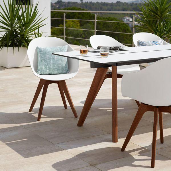 Une table design pour déjeuner au soleil chez BoConcept