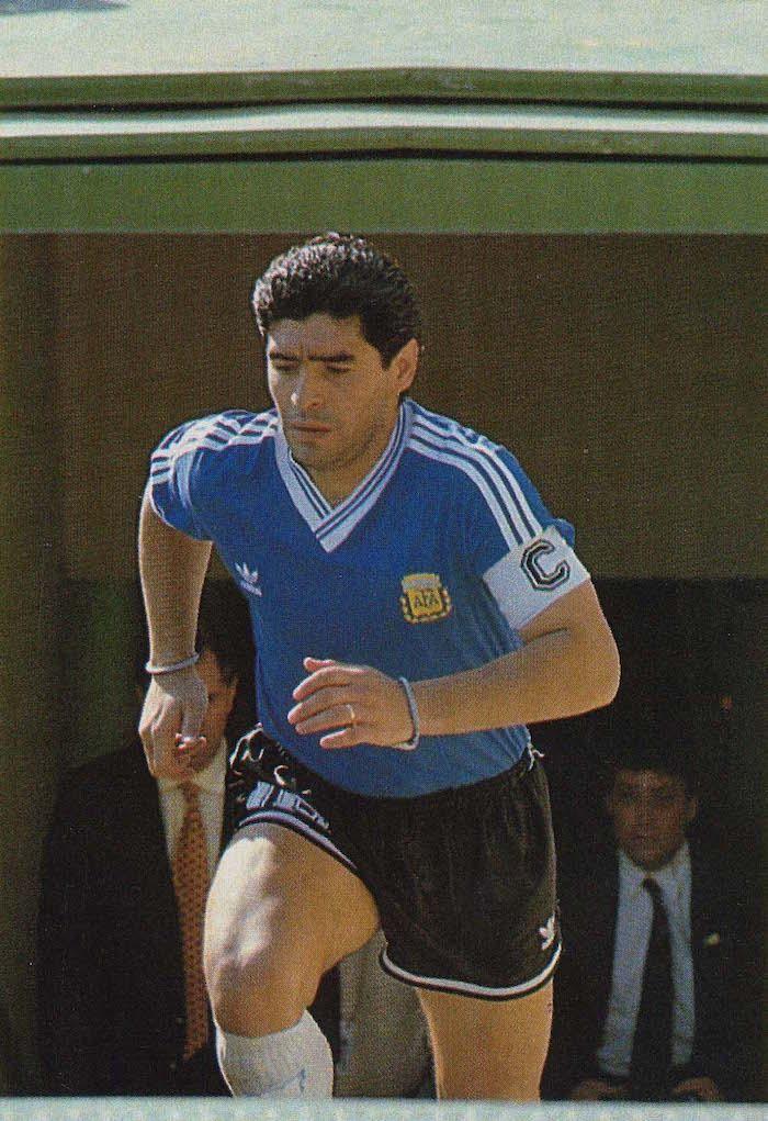 el 30 de junio en Florencia Argentina con camiseta azul, jugó contra Yugoslavia por cuartos de final #Italia90
