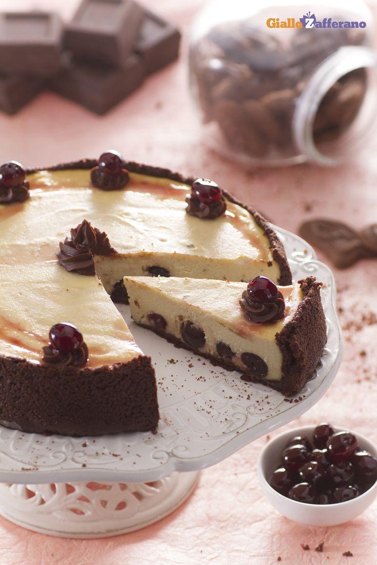 #Cioccolato e amarene, un connubio irresistibile...ma l'avete mai provato in un dolce come la #cheesecake (black cherry chocolate cheesecake)? E' il momento giusto ;) #ricetta #GialloZafferano