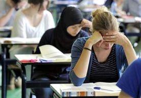 30-May-2013 13:10 - ONDERMAATS EXAMEN ECONOMIE TAST HET VAK AAN. Op middelbare scholen is het hoog tijd voor betere docenten en een beter examen, vindt Arnold Heertje. Voor leerlingen van het voortgezet…...