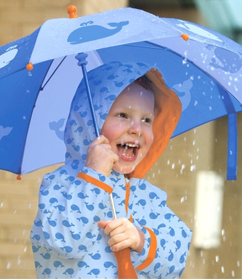 She makes the rain look like fun: Rainy Day Umbrella Puddles, Nieve Umbrellas, Favorite Umbrellas, Rain Umbrellas, Parasols, Umbrellas Rain, Umbrellas In, Umbrellas Fun Functional