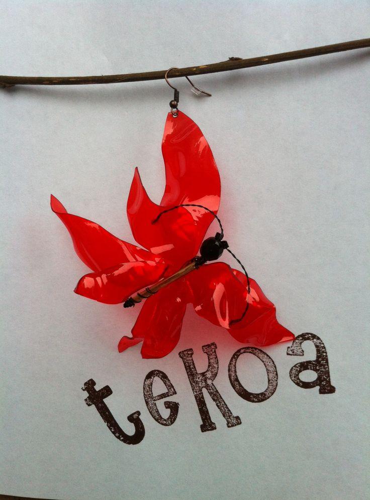 Orecchino in  PET rosso. Farfalla